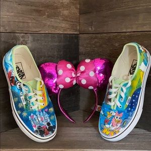 Custom painted DISNEY Vans ! 🎡
